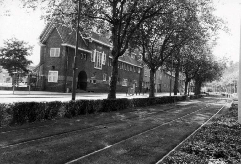Voormalig broederhuis met scholen aan de Putselaan in Rotterdam
