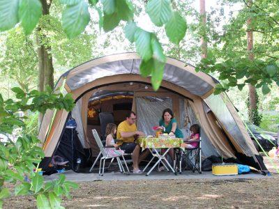 Comfortplaats kamperen Molecaten Park Bosbad Hoeven - 01
