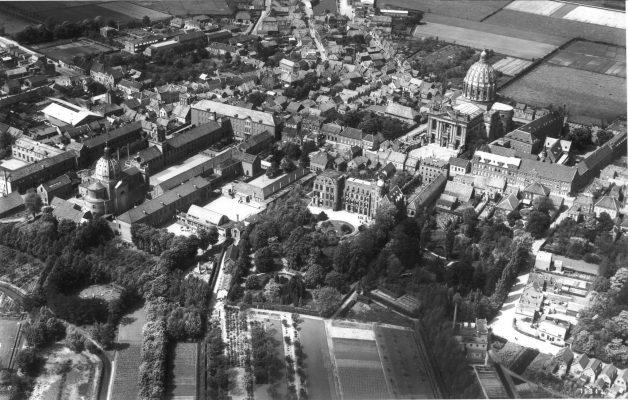 Oude luchtfoto van Saint Louis en Basiliek