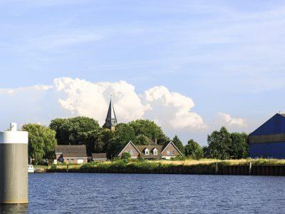 Stampersgat, dorp aan de rivier - Geert Hoppenbrouwers