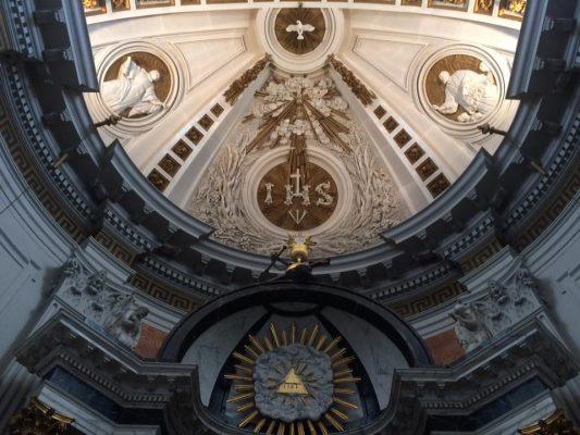 De koepel van de kapel van Saint Louis